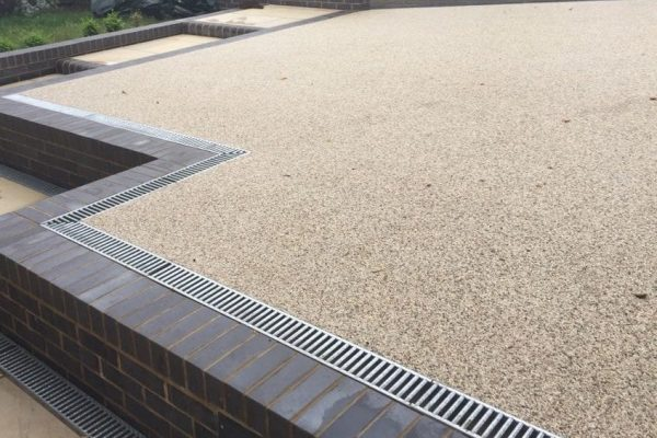 Raised Resin Driveway by Diamond Driveways