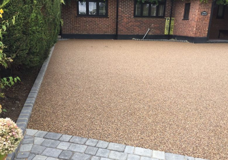 Stone Edged Resin Drive by Diamond Driveways